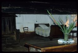 [Saint-Cyr-de-Menthon (Ain) : la chambre à coucher de la ferme bressanne des Plannonds]