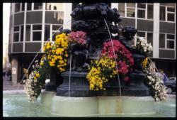 [Fontaine, Place Antoine Vollon]