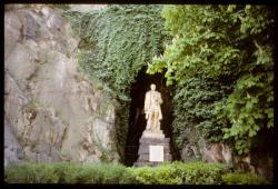 [La statue de l'Homme de la Roche]