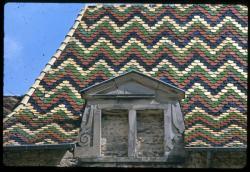 [Saint-Antoine-l'Abbaye (Isère) : détail de la toiture de l'église]