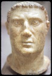 [Sculpture romaine tête au musée lapidaire, Aix-les-Bains]