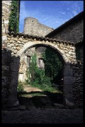 [Une arche, Pérouges]