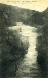 Bellegarde - La Perte du Rhône pendant les grosses eaux.