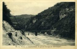 Le Rhône à l'emplacement du grand barrage de Génissiat.