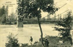 Evieu - Le Pont suspendu sur le Rhône.