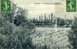 Evieu. - Le Pont suspendu sur le Rhône.