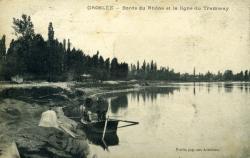 Groslée - Bords du Rhône et la ligne du Tramway.