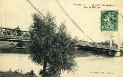 Lagnieu - Le Pont suspendu sur le Rhône.