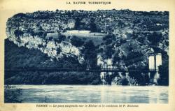Yenne - Le pont suspendu sur le Rhône et le tombeau de P. Boisson