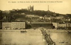Lyon - Le Palais de Justice, la cathédrale Saint-Jean et le coteau de Fourvière