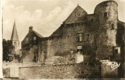 Les Belles Provinces Françaises : L'Auvergne ; Besse-en-Chandesse ; Le Vieux Chêteau.