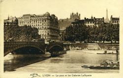Lyon. - Le Pont et les Galeries Lafayette