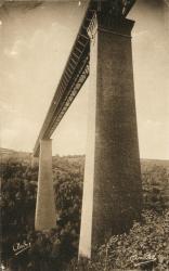 Les Belles Provinces Françaises : L'Auvergne ; Le viaduc des Fades. Oeuvre d'art majestueuse traversant l'une des gorges de la Sioule. Hauteur des piles, 92 m. 33. Hauteur au-dessus de la rivière, 132 m 53.