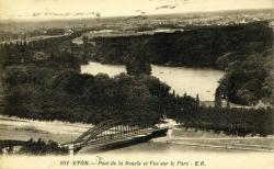Lyon - Pont de la Boucle et Vue sur le Parc