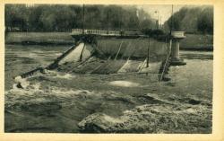 "Lyon - ""Les ponts meurtris"" Pont Morand"