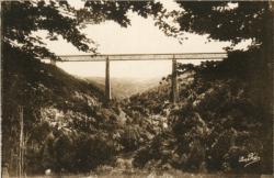 """Les Belles Provinces Françaises : L'Auvergne ; Le viaduc des Fades dénommé """"Le Géant d'Europe"""" (long. 500 m.) ; Oeuvre grandiose permettant de franchir une des plus belles gorges de la Sioule, à 132 m. 53 au-dessus."""