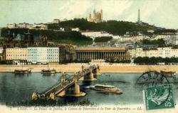 Lyon - Le Palais de Justice, le coteau de Fourvière et la Tour de Fourvière.