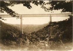Les Belles Provinces Françaises : L'Auvergne ; Le viaduc des Fades ; grandiose travail d'art traversant une gorge pittoresque de la Sioule, longueur, 500 m. Hauteur, 132 m. 53.