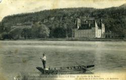 Le Rhône et Château de Vertrieux (Isère) à 4km des Grottes de la Balme.