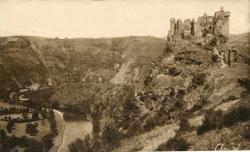Les Belles Provinces Françaises : L'Auvergne ; Ruines du Château-Rocher et la Sioule (Côté Sud), construit par les Seigneurs de Bourbeau au XIIIe s.