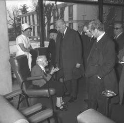 Louis Pradel avec une centenaire lyonnaise