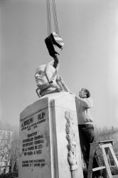 [Réinstallation du Monument à la mémoire de Joseph Serlin]