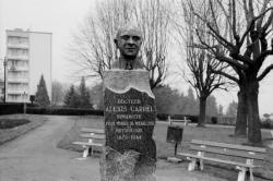 [Buste à la mémoire d'Alexis Carrel (1873-1944)]