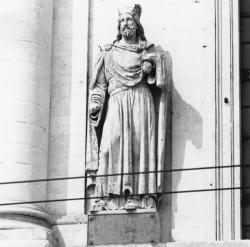 [Façade de l'Hôtel-Dieu de Lyon : statue de Childebert]