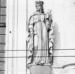[Façade de l'Hôtel-Dieu de Lyon : statue d'Ultrogothe]