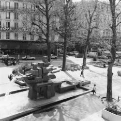 [Fontaine de la place de la République]