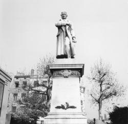 [Statue de Joseph-Marie Jacquard]