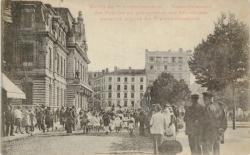 Mairie du 7e arrondissement ; Rassemblement des Pupilles du groupement des Patronages scolaires laïques du 7e arrondissement.