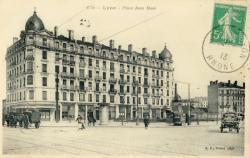 Lyon : Place Jean Macé.