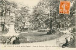 Lyon : Jardin de la Place Raspail ; Statue du Capitaine Thiers des mobiles du Rhône.