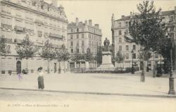 Lyon : Place et Monument Ollier.
