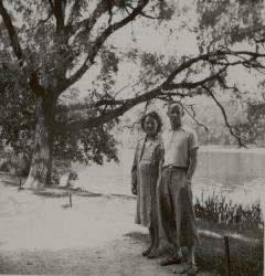 [M. et Mme Naoumoff au parc de la Tête d'or]
