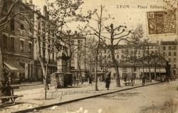 Lyon : Place Voltaire.