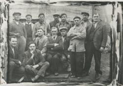 [Equipe de travailleurs lors de la construction de l'église Saint-Nicolas]