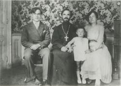 [Le Père Michine et sa famille]