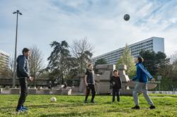Esplanade de la Compas-Raison,  partie de football