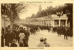 Foire Internationale de Lyon : L'Avenue du Palais.