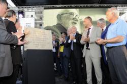 Inauguration de la place Abbé Pierre, en présence du maire de Lyon, Gérard Collomb
