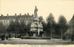 Lyon : Place Morand ; Statue de la Ville de Lyon.
