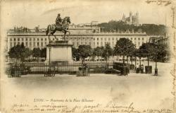 Lyon : Panorama de la Place Bellecour.