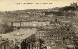 Lyon : Place Bellecour et Coteau de Fourvière.