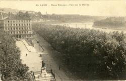 Lyon : Place Tolozan ; Vue sur le Rhône.