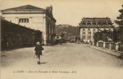 Lyon : Gare de Perrache et Hôtel Terminus.