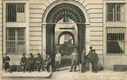Lyon : La Caserne Bisuel à Perrache ; Entrée principale.