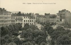 Lyon : Place de la Croix Rousse et rue du Mail.