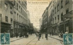 Lyon : Grande Rue de la Croix-Rousse.